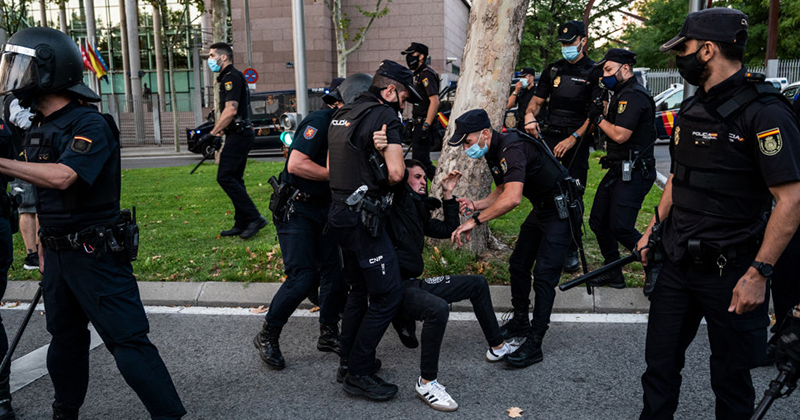Image for Videos: Madrid Explodes As Police Violently Crackdown On Anti-Lockdown Protesters