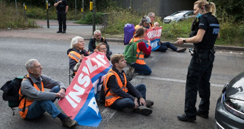 'Insulate Britain' Climate Protesters Once Again Block Insulation Engineers From Getting to Work – NewsWars