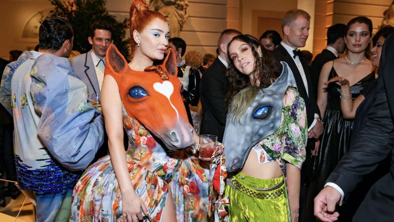 Maskless Hollywood Elite Celebrate Themselves At Met Gala – NewsWars