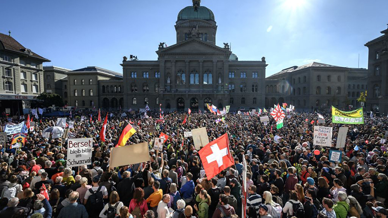 Image for Thousands flood Swiss capital to decry Covid certificates (VIDEOS)